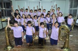 全日本小学生金管バンド選手権に出場する奄美小学校ビューグルバンド=2日、奄美市名瀬