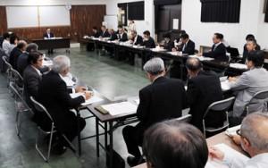 地域医療構想達成に向けた計画案などを承認した奄美保健医療圏地域医療構想調整会議=7日、県大島支庁