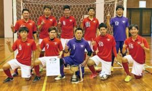 県地域選抜フットサル大会で優勝した奄美チーム(提供写真)