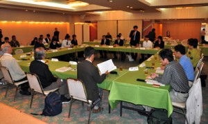 保護管理関連の修整内容などが示された科学委員会作業部会=26日、奄美市名瀬