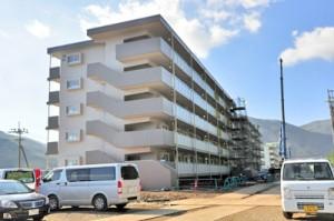 駐屯地整備と並行して建設が進む隊員官舎=22日、瀬戸内町阿木名