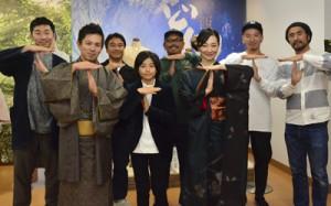 (写真前列右から)龍郷の「T」マークを作る里さん、城さん、前山さんとL・S・W・Fメンバー=16日、龍郷町瀬留のりゅうがく館