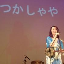 東京のスクールコンサートで「なつかしゃや」を披露する多田さん(提供写真)