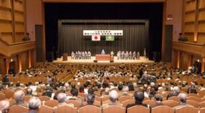 創立120周年の節目を祝った東京奄美会の総会=2日、東京都の大田区民ホール・アプリコ大ホール