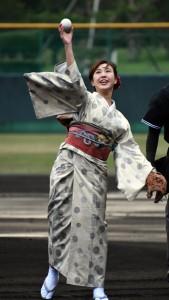 【始球式】第一試合の始球式を担当した2018紬美人の田原瑞希さん