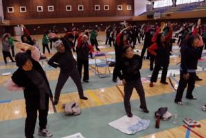 約200人が参加し、初開催されたシルバー元気塾特別講座in奄美=15日、奄美市名瀬総合体育館