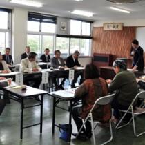 奄美地域振興の取り組み方針案が示された地域懇談会=21日、奄美市名瀬の県大島支庁会議室