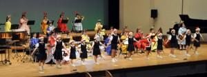 多彩な演奏で聴衆を魅了した大島高校吹奏楽部のクリスマスコンサート=24日、奄美文化センター