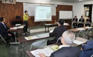 奄美の宝を次世代に繋ぐ議員の会が開いた勉強会=8日、奄美市名瀬の県大島支庁