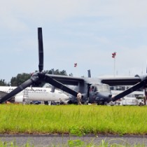 奄美空港に緊急着陸し、1カ月間もとどまった米軍のオスプレイ=6月5日、奄美市笠利町