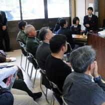 古仁屋高校生の発表などで久慈白糖工場の歴史を学んだ講演会=9日、瀬戸内町久慈公民館