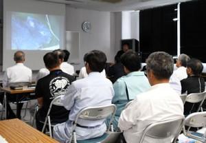 講演で赤土流出防止の重要性に理解を深めた対策学習会=4日、徳之島町亀津