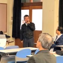 喜界島の年中行事について発表する外内さん=26日、沖縄県立芸術大学