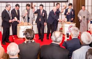 「鹿児島・本格焼酎」と「奄美・黒糖焼酎」のたるが並んだオープニングの鏡開き=1月30日、東京・港区外務省飯倉公館