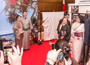 好評だった「大島紬体験コーナー」=1月30日、東京・港区外務省飯倉公館
