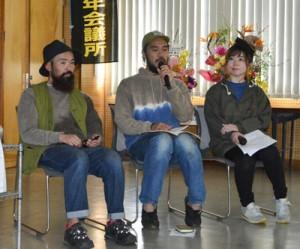 「わくわくするシマの未来」をテーマに語り合った(左から)島崎さん、森さん、新納さん=27日、奄美市名瀬