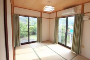 空き家を改修した宿泊施設(提供写真)