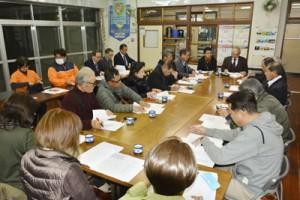 奄美市社協が上方地区で初開催した小座談会=21日、奄美市名瀬の有屋集会場