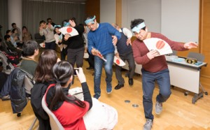 在京の出身者も飛び入り参加して披露された国頭ヤッコ=10日、東京都立川市の国立国語研究所