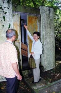 9年前に視察した補修前の旧納骨堂=2010年6月1日
