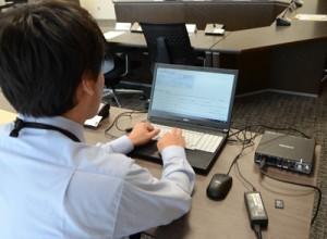 奄美市議会の議事録作成のため導入した音声反訳システム=21日、市役所