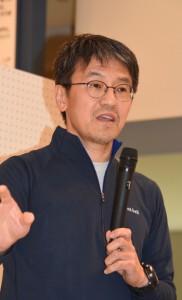講演した高木昌興さん=18日、奄美市名瀬
