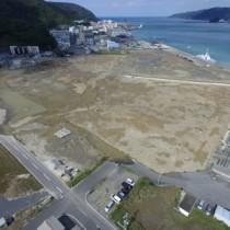 名瀬港本港地区で整備が進む埋め立て地=5日、奄美市名瀬(本社小型無人機で撮影)