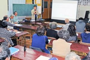 クルーズ船寄港地誘致の効果や懸念材料について活発に意見を交わした学習会=6日、瀬戸内町西阿室