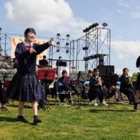 音楽演奏やダンスで盛り上がった「いっさいがっ祭」=24日、瀬戸内町