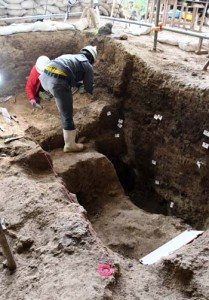 下原洞穴遺跡の発掘現場=15日、天城町西阿木名