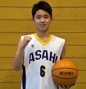 県代表選手に選ばれた山元=7日、奄美市名瀬の朝日中学校