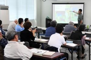 群島での研究成果報告などがあった鹿大の奄美群島島めぐり講演会=13日、徳之島町亀津
