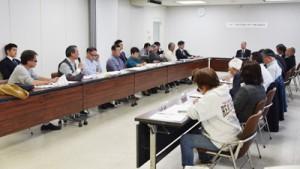 クルーズ船寄港地に関して意見交換した検討協議会=30日、瀬戸内町