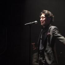 圧倒的な歌唱力と表現力で魅了する中井さんのステージ