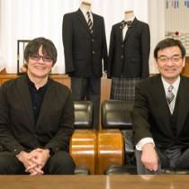 都立王子特別支援学校の校歌を作詞・作曲した平田さん(左)と下島校長=10日、東京北区の同校