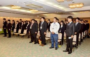 10事業所から約50人が出席した奄美市の合同入社式=1日、奄美市名瀬のホテル