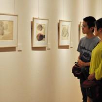 写生画42点を一斉に展示する「田中一村の写生展」=4日、奄美市笠利町の田中一村記念美術館