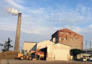 2018~19年期のキビ搬入を終えた与論島製糖与論事業所=4日、与論町