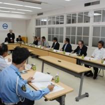今後のバス運行の在り方を協議した公共交通会議=23日、大和村