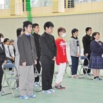 仕事と勉学の両立を誓った定時制の入学式=9日、奄美高校