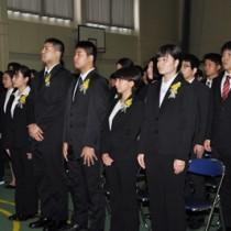 2学科58人が新たなスタートを切った奄美看護福祉専門学校の入学式=13日、奄美市名瀬