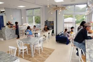 加計呂麻島展示・体験交流館内にオープンした「かけろまカフェ」=1日、瀬戸内町諸鈍