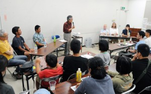嘉徳海岸の護岸工事をテーマに討論したパネルディスカッション=25日、奄美市
