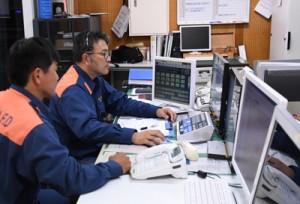 119番通報の多言語対応システムを運用している大島地区消防組合消防本部の通信指令室(資料写真)