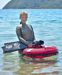 フリーダイビング日本代表選手で水中モデルのHANAKOさん=23日、瀬戸内町