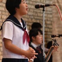 51人の小中学生が歌声を披露したわらべシマ唄大会=奄美市笠利町の県奄美パーク