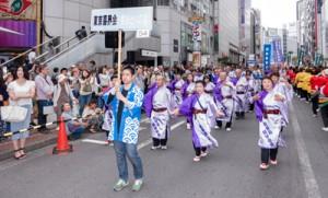 世代を超えて島踊りを関東地区で伝承している「東京喜界会・島おどりの会」
