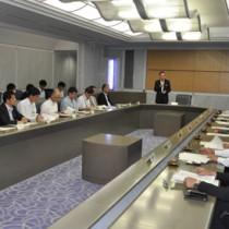 地域間幹線系統確保維持計画などについて協議した県バス対策協議会=26日、鹿児島市の県庁
