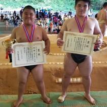 全九州クラブ対抗少年相撲大会で上位入賞した(左から)豊田、新島(提供写真)