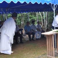 神事を執り行い、大山の恵みに感謝した例祭=18日、知名町の大山神社境内